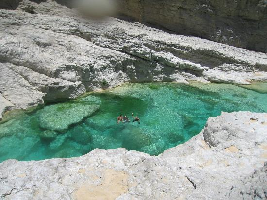 Ash-Sharqiyah Governorate, Umman: Piscine naturelle!