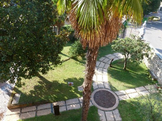 Residence Villa Vinco: Outside Grounds