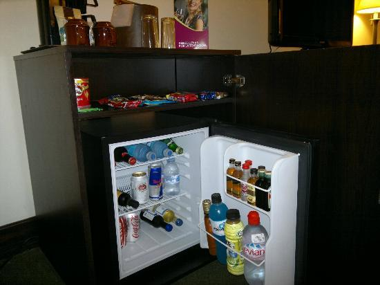 Crowne Plaza Hotel Corobici : EXPENSIVE minibar, but very useful at midnight!.