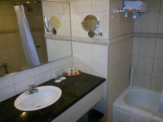 Crowne Plaza Hotel Corobici : Old furniture in Bathroom, but clean & working.