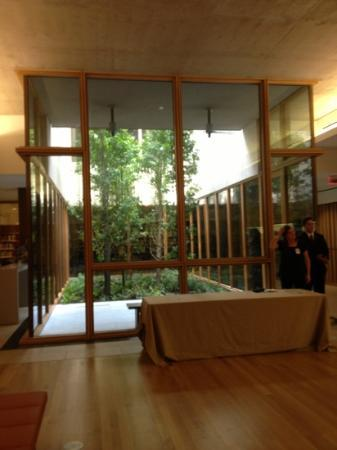 The Barnes Foundation: interior green space