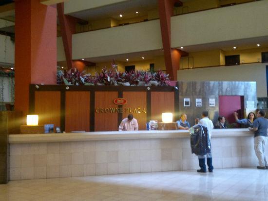Crowne Plaza Hotel Corobici : Front desk.