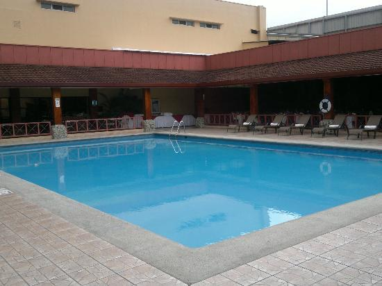 Crowne Plaza Hotel Corobici: Main Pool