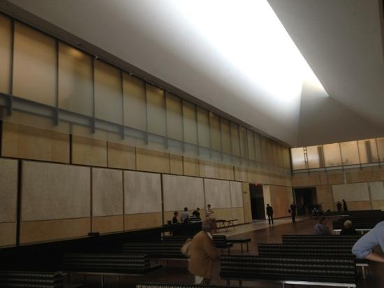 The Barnes Foundation: interior waiting