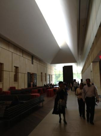 The Barnes Foundation: clear story lighted space