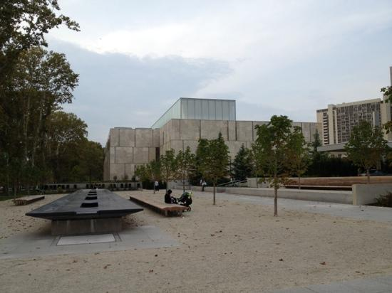 The Barnes Foundation: exterior shot