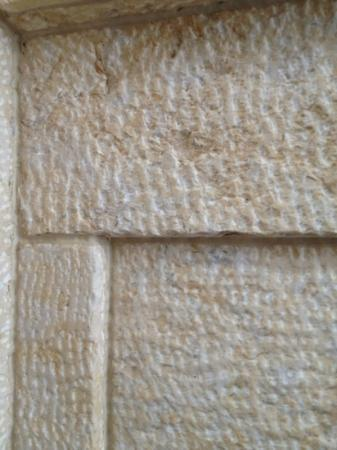 The Barnes Foundation: interior stone texture craftwork