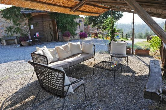 Podere Alberese: Outdoor seating