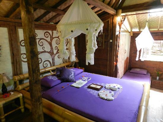 """Swasti Eco Cottages: Main room in traditional Javanese bungalow """"Komang"""""""