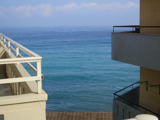 Kronos Hotel: la vista dal terrazzo della camera