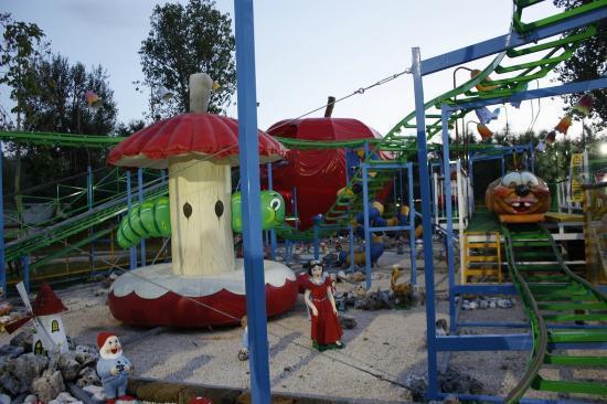 Centro Vacanze Pra delle Torri: Eigener Lunapark