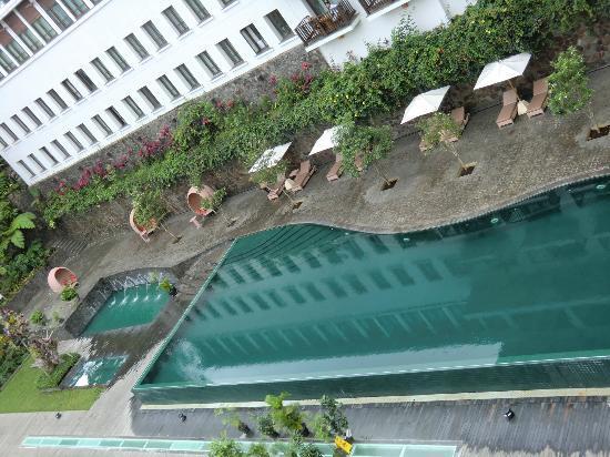 بادما هوتل باندونج: Swimming pool 