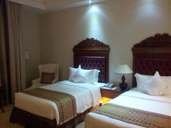 The Royale Chulan Kuala Lumpur: Bed