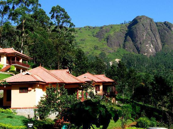 Aranyaka Resort: The resort in golden sunlight.