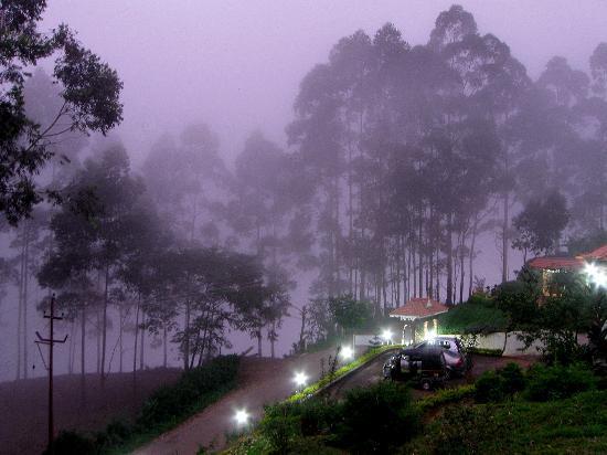 Aranyaka Resort: Aranyaka enveloped by the evening mist.