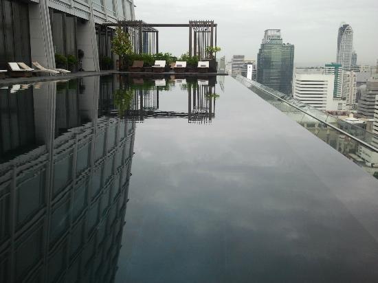 โรงแรมโอกุระ เพรสทีจ กรุงเทพ: The infinity Pool