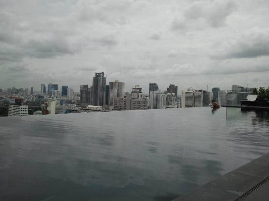 The Okura Prestige Bangkok: The infinity pool