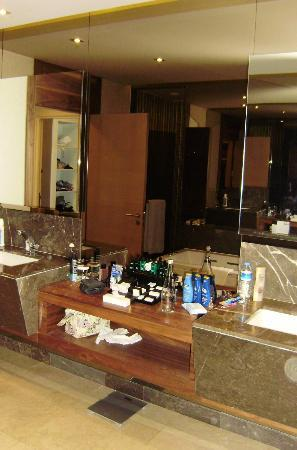 Maxx Royal Belek Golf Resort: double sinks