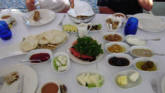 Maxx Royal Belek Golf Resort: turkish breakfast in Oceans restaurant