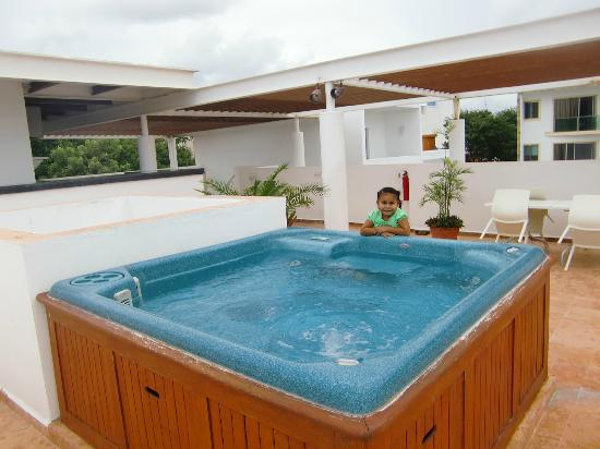 Hotel Bambu Suites: hot tub