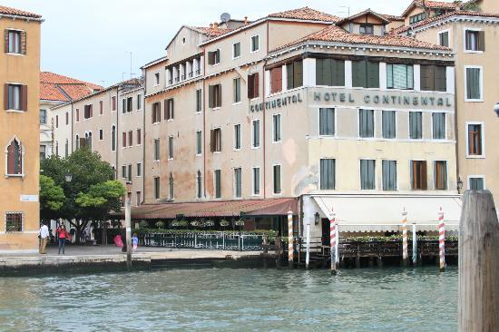 Hotel Continental Venice: The hotel seen from the opposite side of the canal