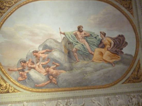 Burchianti: 天井の絵。背中から波が生えているのが気になる。