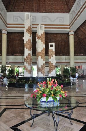 Grand Bahia Principe Coba: Hotel Hall