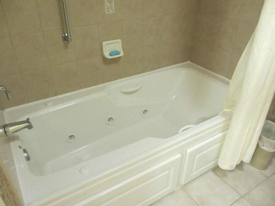 Homewood Suites by Hilton Asheville- Tunnel Road : Whirlpool tub!
