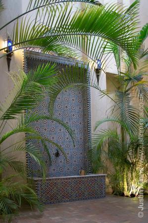Riad Kniza: 'Library' courtyard