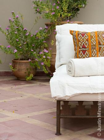 Riad Kniza: Sun lounger on roof terrace