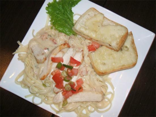 Cafe l'Infusion: Linguini with chicken & gilled cheese toast