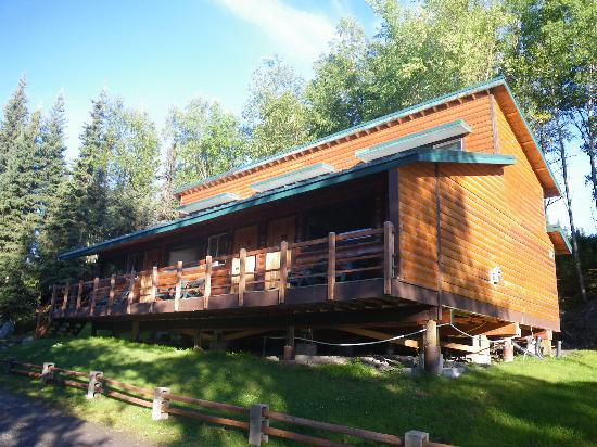 Great Alaska Adventure Lodge: One of the lodging buildings