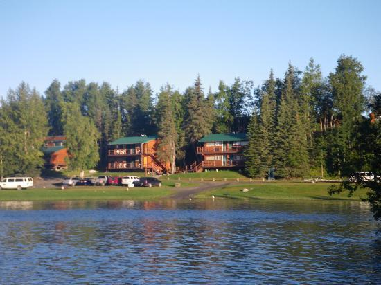 Great Alaska Adventure Lodge: View of lodge from river