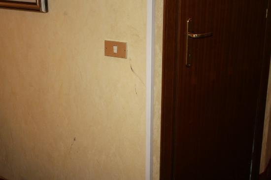 Hotel Daniela: Traces sur le mur