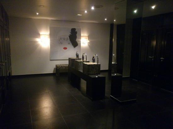 Van der Valk Hotel: Öffentliche Damentoilette - ein stilvolles stilles Örtchen :o)