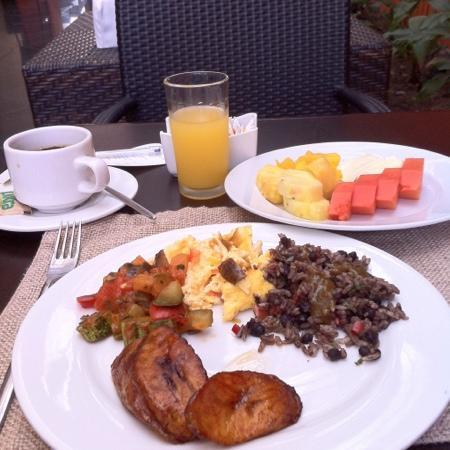 Hotel Holiday Inn Express San Jose Forum Costa Rica: my favorite meal of the day