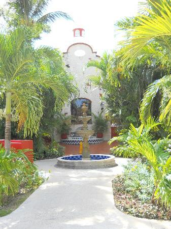 Occidental Cozumel: One of the several fountains.