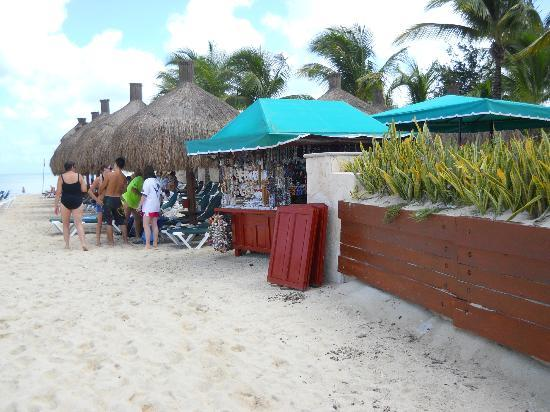 Occidental Grand Cozumel: Cabanas and vendor on beach