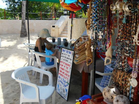 Occidental Grand Cozumel: Vendor who sells local wares including jewelry, ceramics you can paint etc.