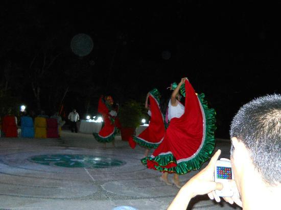 Occidental Cozumel: Traditional dancers.