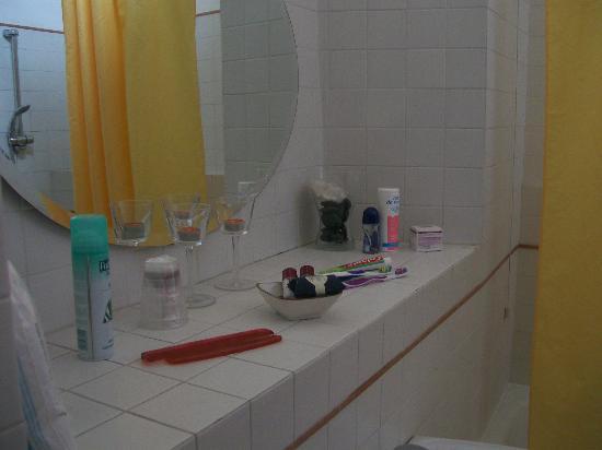 Locanda Del Fante: Amplio y limpio baño