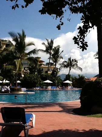 Velas Vallarta: Another beautiful day by the pool