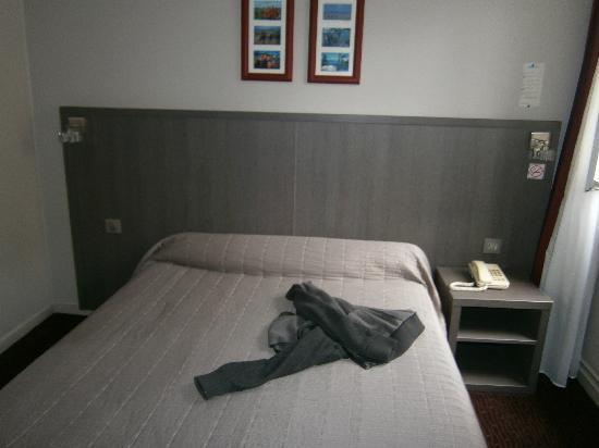 Hotel Flandre Angleterre: Second floor standard room.