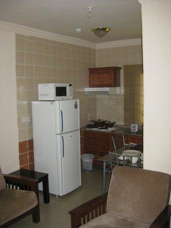 La Villa Inn Hotel Apartments: kitchen