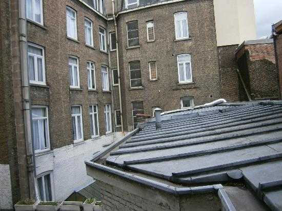 Hotel Flandre Angleterre : Rear room view.