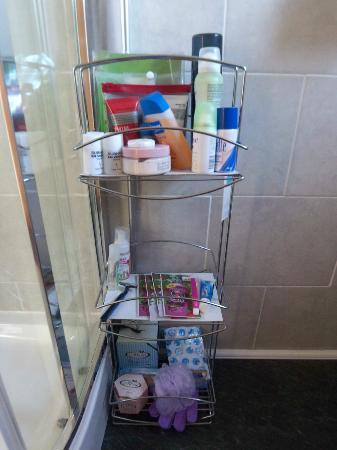 Barton House: All toiletries are supplied and ready for use if you require. Jo thought of everything