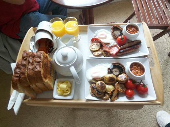 Barton House: Excellent plentiful breakfast including tasty fresh bread