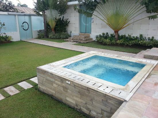 Club 151 Smart Villas Dreamland: Outdoor jacuzzi