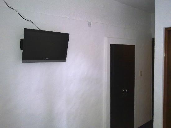 Posada Casa Los Pinos : La tele ni la use, el placard muy practico