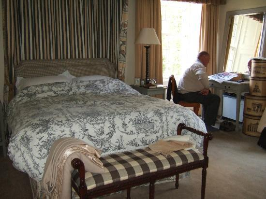 Scaurbridge House: Bedroom with king size bed